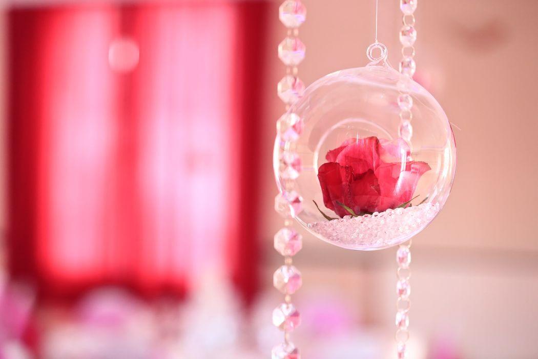 Soliflore suspendu et guirlandes de Diamants, décoration de Salle par Swingchaises