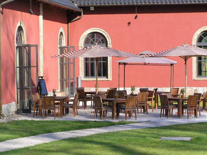 Beispiel: Schlossterrasse, Foto: Schlossgut Gross Schwansee.
