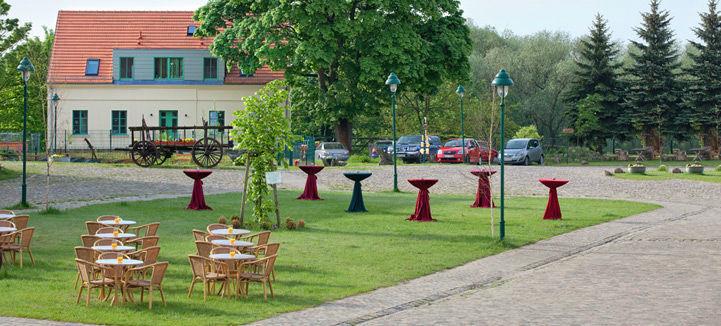 Beispiel: Catering im Garten, Foto: Landhof Liepe.