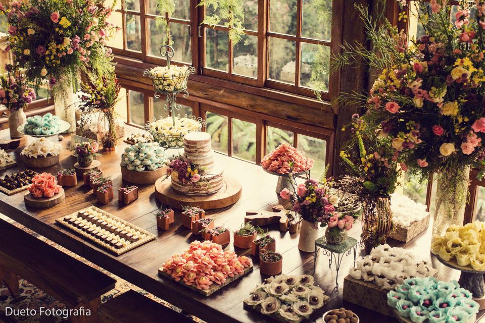 É muita riqueza de detalhes nessa linda mesa de doces