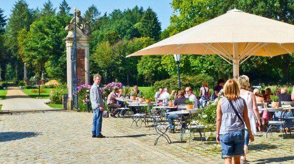 Beispiel: Terrasse im Schlossgarten, Foto: Wasserschloss Lembeck.