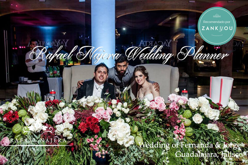 Siempre los mejores amigos del wedding son los novios..  Al contratar #RafaelNajeraEventos estás poniendo toda una fecha en nuestras manos y experiencia, ese día será la mejor oportunidad par