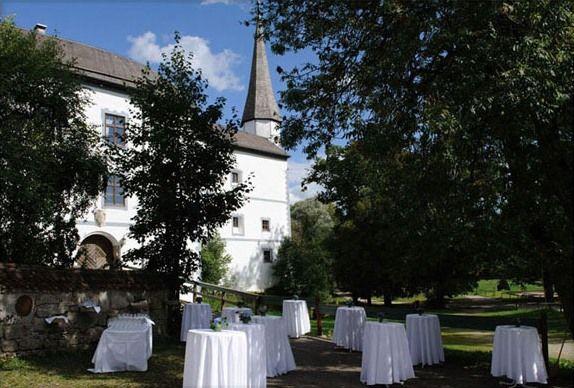 Beispiel: Empfang im Garten, Foto: Schloss Pertenstein.