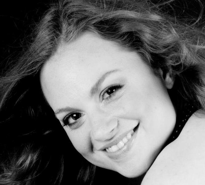 Beispiel: Die Sängerin, Foto: Alexandra Pietsch Hochzeitssängerin.