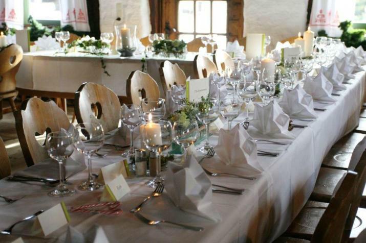 Beispiel: Tischdekoration, Foto: Blumen Schuster.