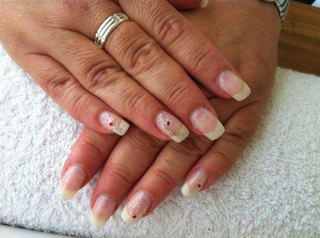 Beispiel: Nagelpflege, Foto: Centre Beaute.