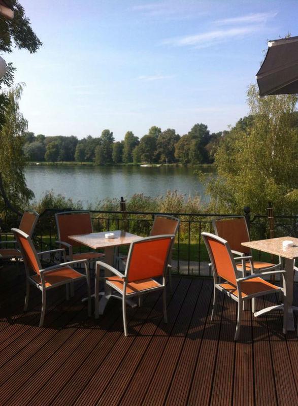 Beispiel: Terrasse - Blick auf den See, Foto: Seehaus Ingolstadt.