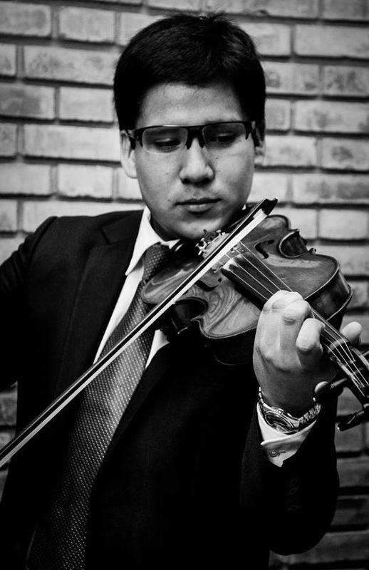 Alexander Camacho - Musico Pianista y violinista, con estudios musicales en la Ciudad de Cracovia - Polonia  Director de nuestra agrupacion musical.