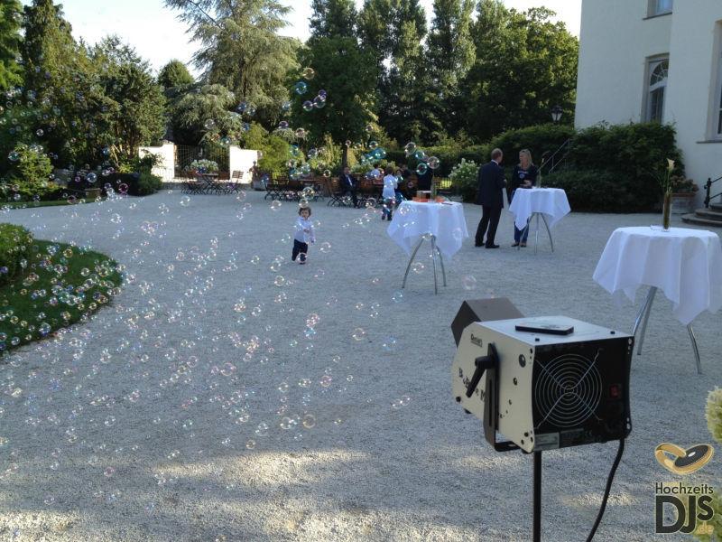 Beispiel: Seifenblasenmaschine, Foto: Mobile Hochzeits-DJs.