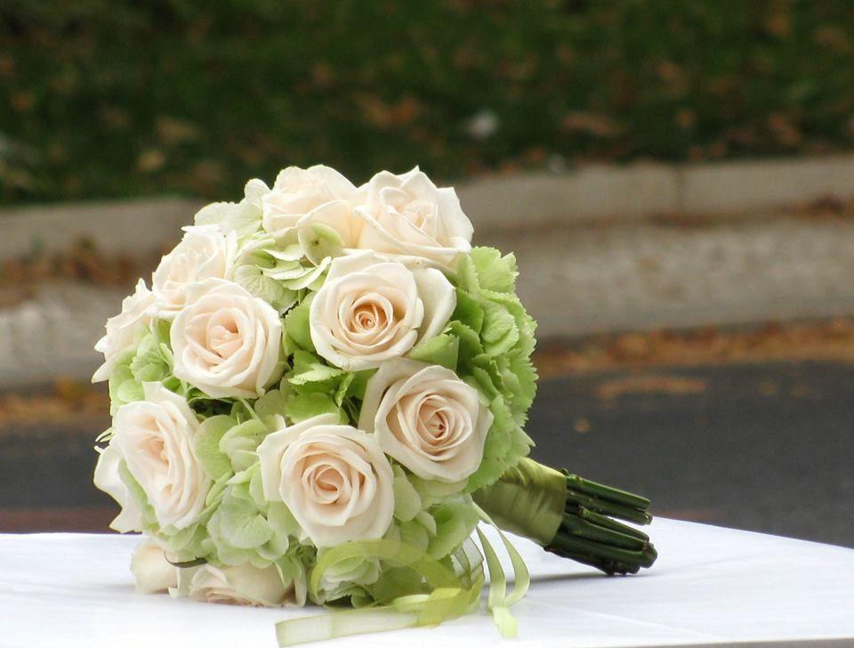 Bouquet de Noiva Hortenses Verdes e Rosas Nude