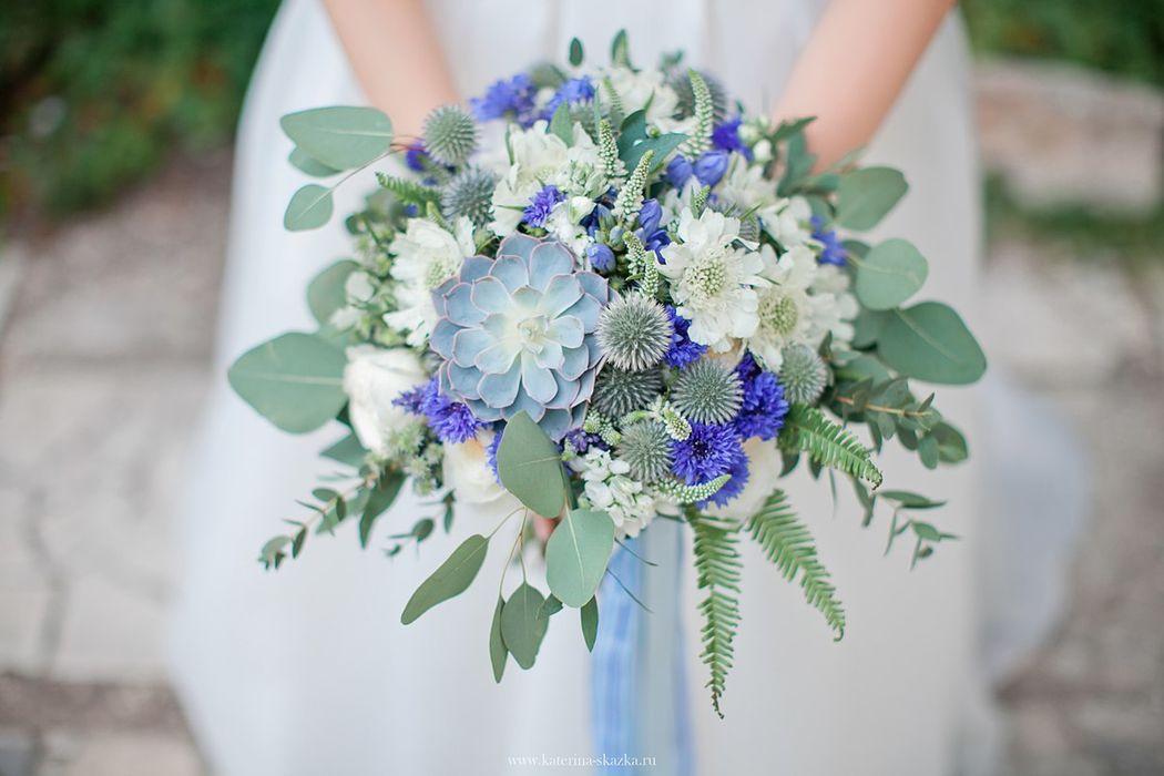 Сине-белый букет невесты Флорист Кристина Каберне Фотограф Екатерина Сказка