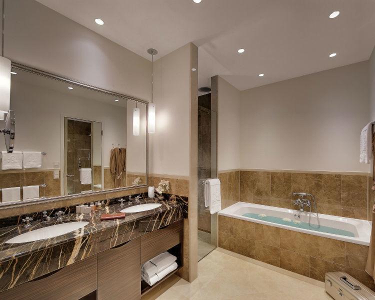 Beispiel: Badezimmer Juniorsuite, Foto: Hotel Atlantik Kempinski.