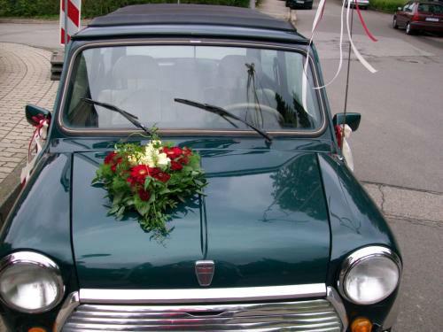 Beispiel: Autoschmuck, Foto: Blumen Reinhard.