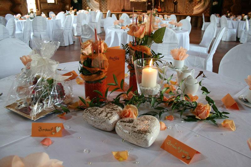 Beispiel: Blockhaus Hochzeitsgedeck, Foto: Fautenhau Alm.