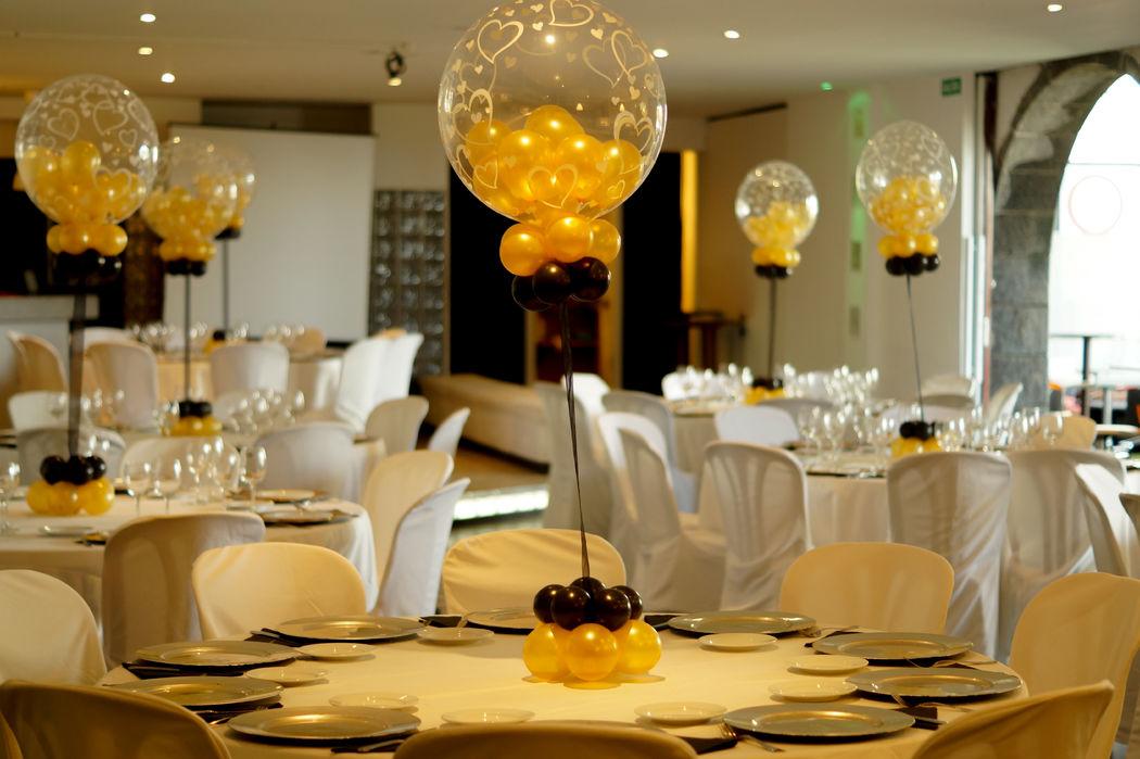 Centros de mesa, con globos burbujas.