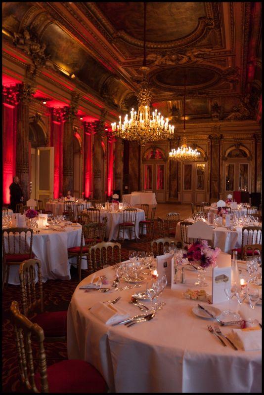 Mariage d'expatriés français  vivant à New York, USA. Ils ont choisi Paris pour s'unir et ont fait confiance à l'Agence DLG Paris.