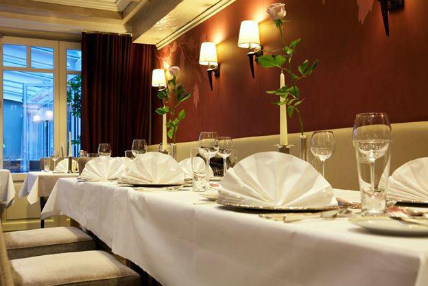 Beispiel: Hochzeitstafel - Tischdekoration, Foto: Landhaus-Hotel Waitz.