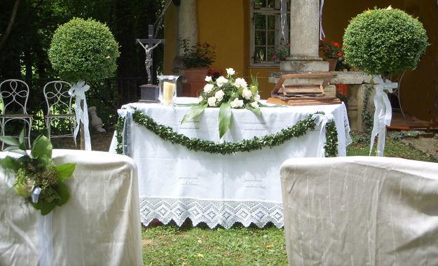 Beispiel: Trauung im Schlossgarten, Foto: Schloss Ottersbach.