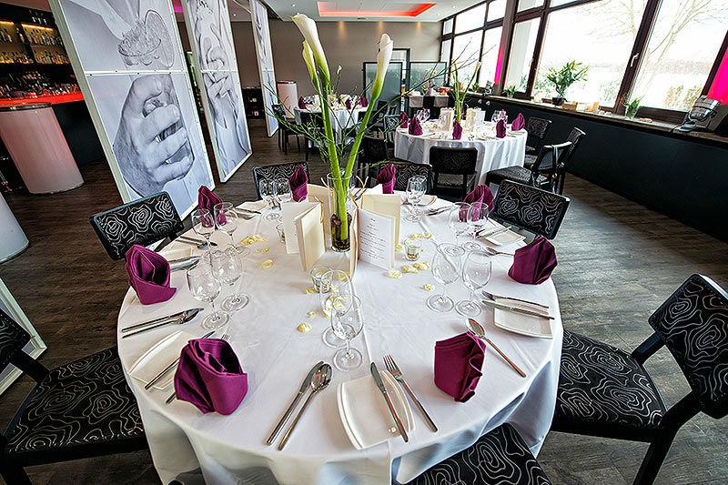 Beispiel: Restaurant - Tischdekoration, Foto: Moods Bar & Restaurant.