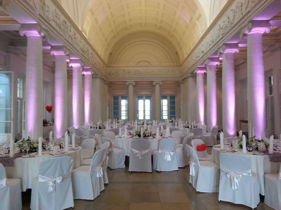 Beispiel: Hochzeits-Bankett in weiß, Foto: Butterfly Dreams.