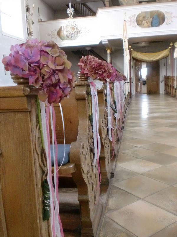 Beispiel: Kirchendekoration, Foto: Blumenkunst im Prinz-Karl Palais.