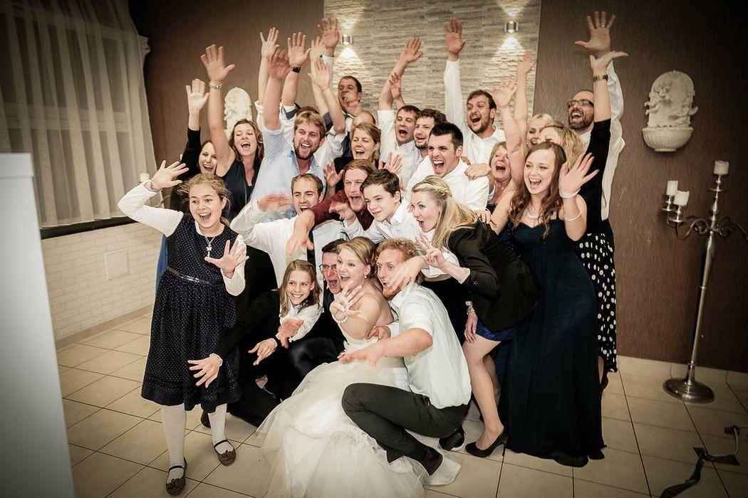 Beispiel: Lustige Fotos von der Hochzeitsgesellschaft, Foto: Christian Pöltl.