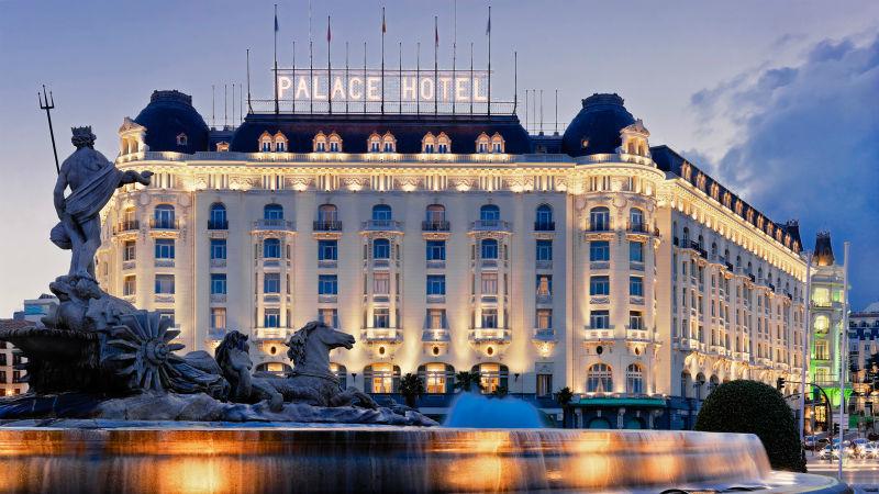 Fachada el Hotel Westin Palace Madrid desde la plaza de Neptuno
