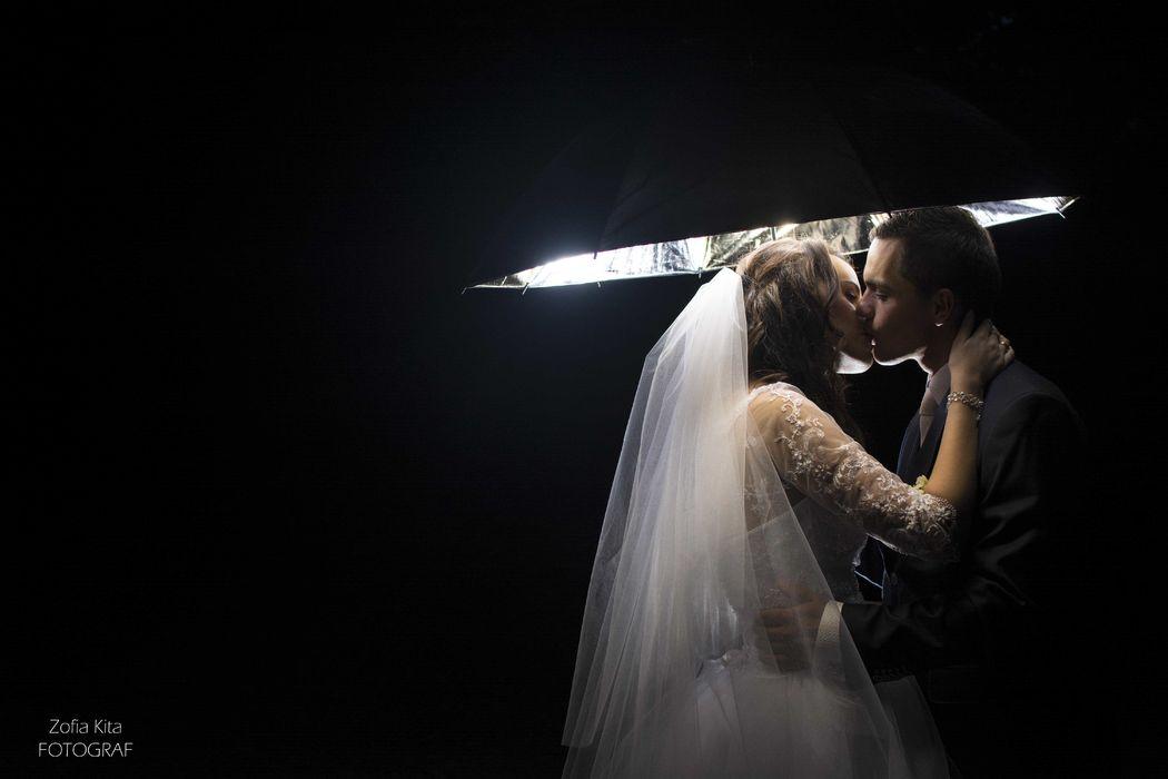 Plenerowa sesja ślubna w dniu ślubu.