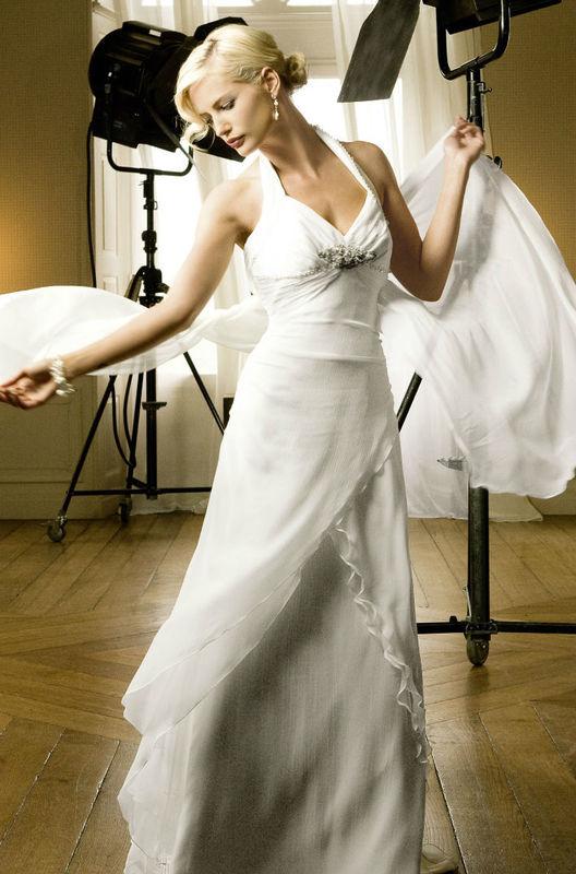 Beispiel: Kleider in allen Größen, Foto: Fabula Brautmode.