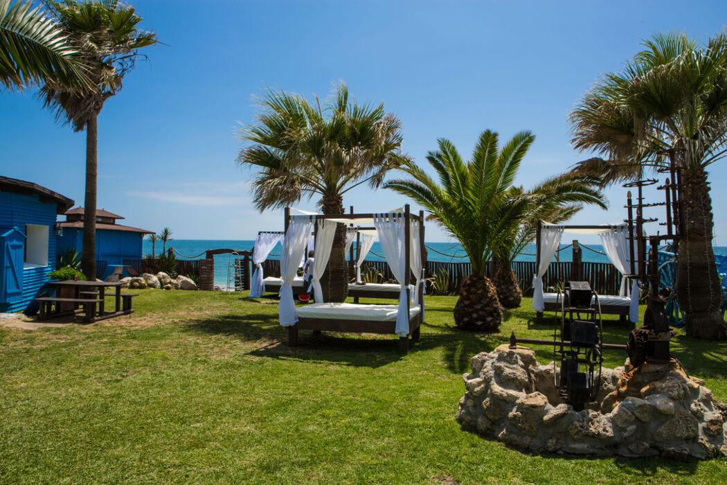 Ambientaciones boda en la playa. Boda Sajorami Beach. Foto La Fabriquilla