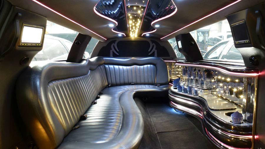 Beispiel: Limousine Innenansicht, Foto: Stretchlimo Kristen.