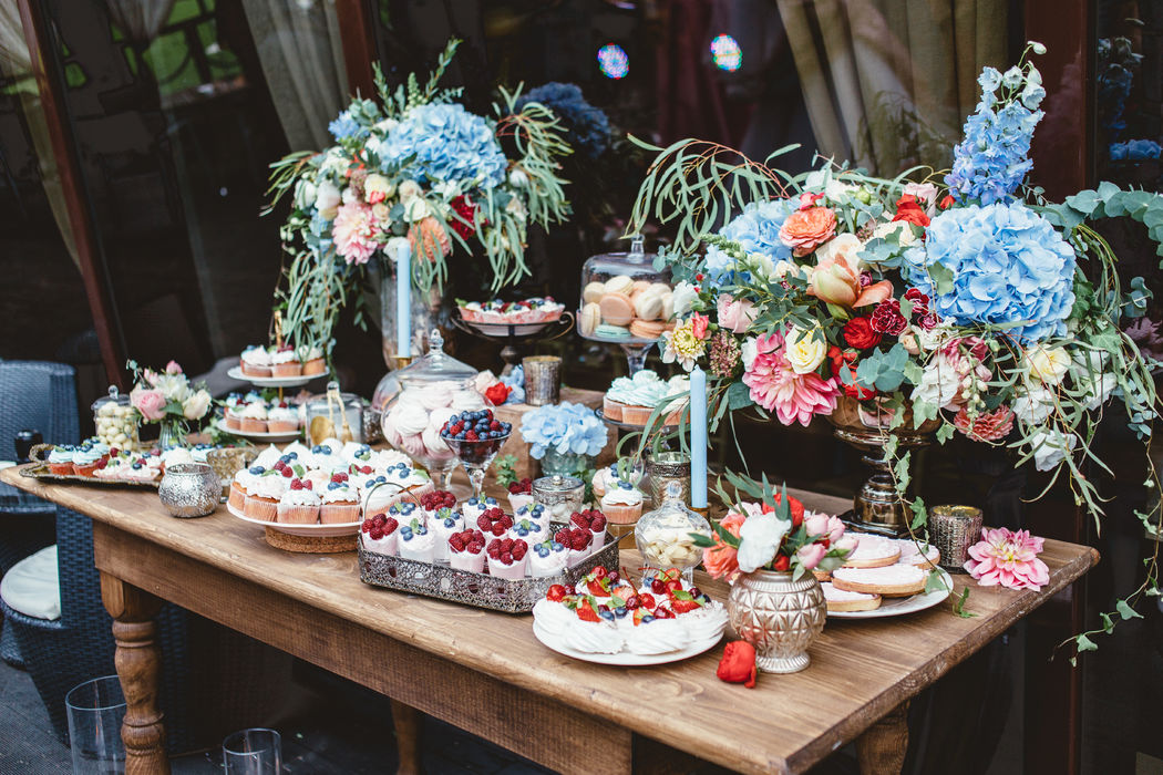Сладкий бар на свадьбе Александра и Ольги в стиле