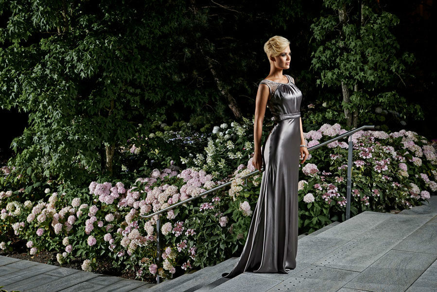 Beispiel: Festtagsmode, Foto: Mery's Couture Abendmode.