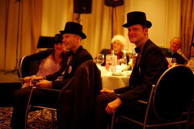 Beispiel: Gute Stimmung bei der Hochzeitsfeier, Foto: The Wedding Crashers.