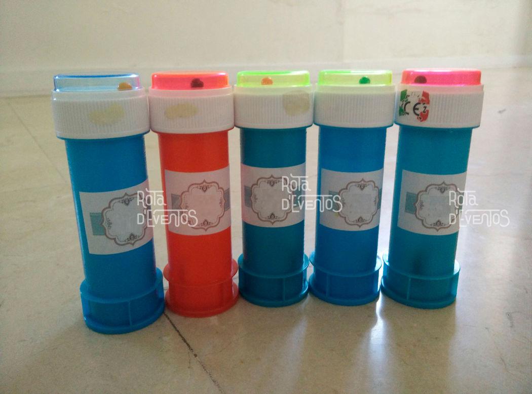 Bolinhas de sabão personalizadas para a saída dos noivos da igreja