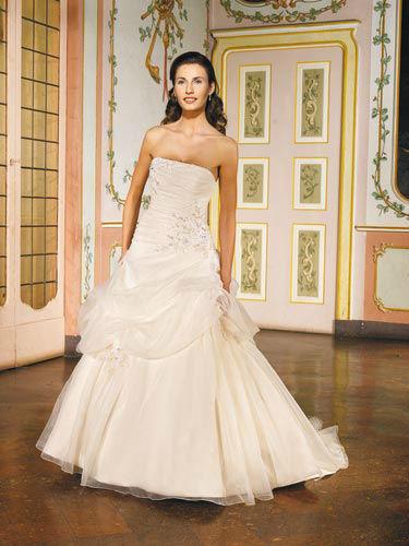 Beispiel: Brautkleider für jeden Geschmack, Foto: Marry Me.
