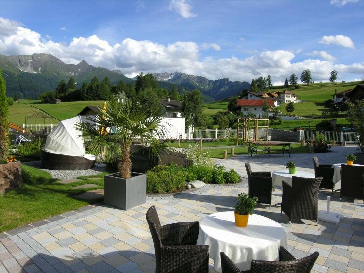 Beispiel: Terrasse mit Blick auf die Landschaft, Foto: Hotel Goies.
