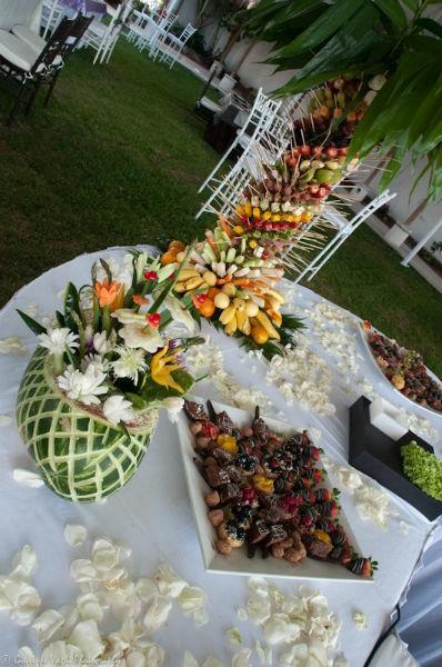 Montaje de mesas de frutas - Foto Casa Colima
