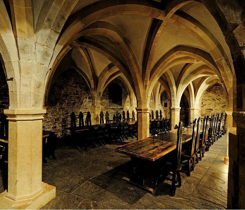 Beispiel: Burg Taverne, Foto: Ritterburg Lockenhaus.