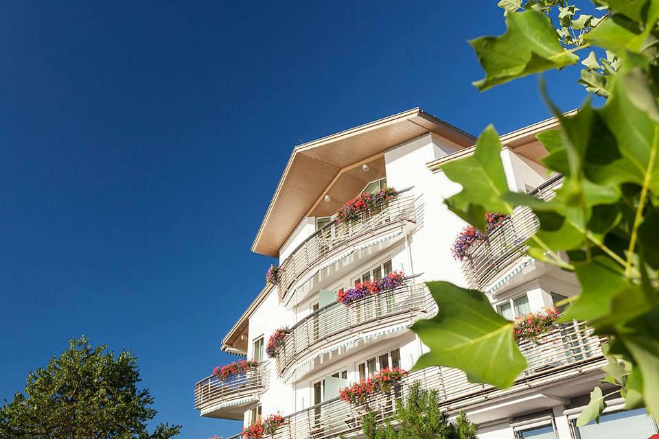 Beispiel: Außenansicht, Foto: Althoff Seehotel Überfahrt.