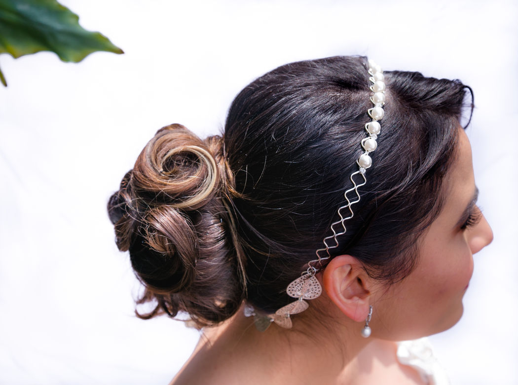 Alekssandra Gómez  Recogido romántico con ondas