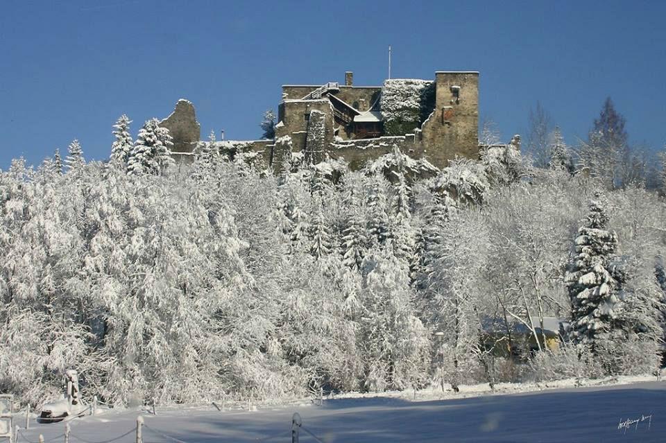 Beispiel: Außenaufnahme bei Schnee, Foto: Burg Sommeregg.
