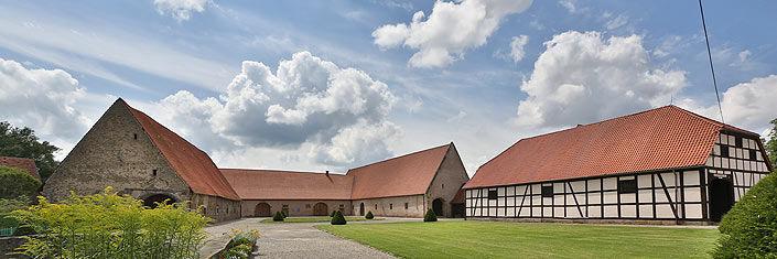 Beispiel: Gutsscheunen, Foto: Wasserschloss Hülsede.