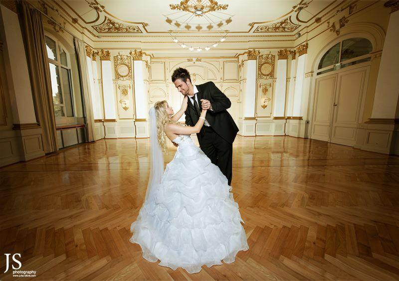 Beispiel: Professionelle Fotos von Ihrer Hochzeit, Foto: Julia Sikira Photography.