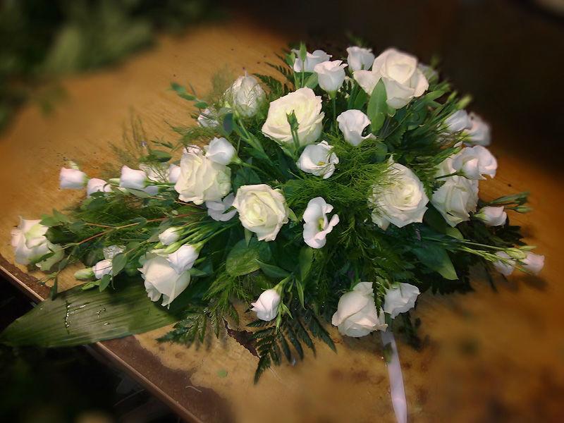 Beispiel: Floraler Schmuck für Ihre Hochzeitsfeier, Foto: Blumen Biene.