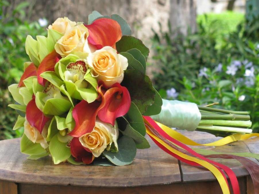 Bouquet de Noiva rosas, jarros e orquídeas
