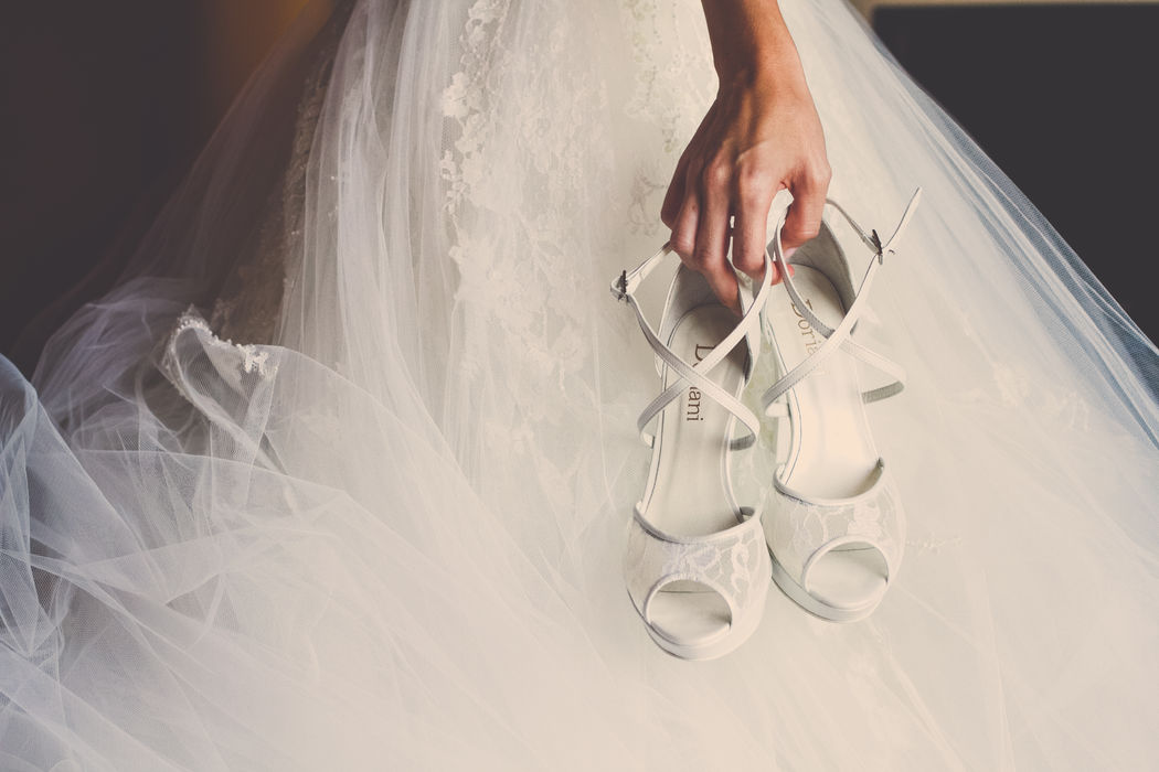 Detalle novia con zapatos de Boda.