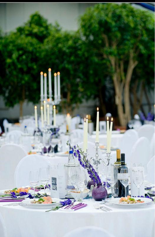 Beispiel: Dekorierter Hochzeitstisch, Foto: Sinnesfreunde.