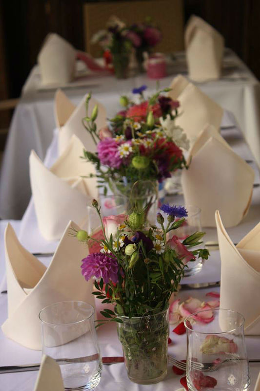 Beispiel: Tischdekoration, Foto: Restaurant Gänsbauer.