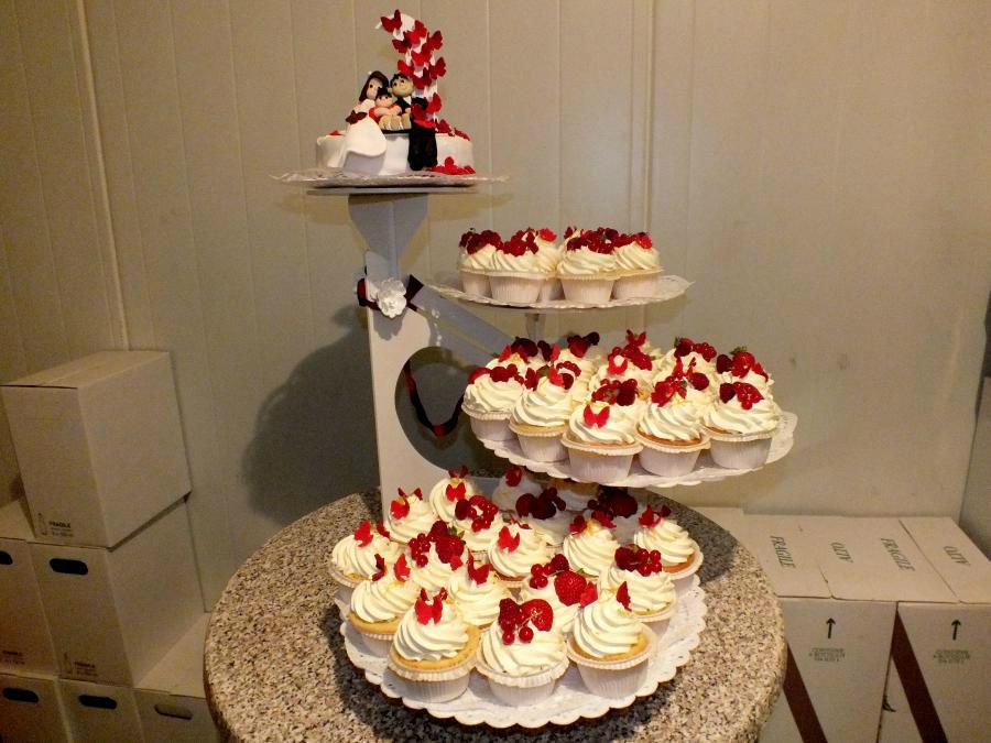 Beispiel: Minitorte und Cupcakes, Foto: Konditorei Klescher.